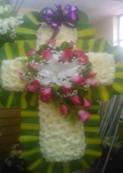 Arreglo de flores funerario Lá Florería , entregas en Quito y en los Valles