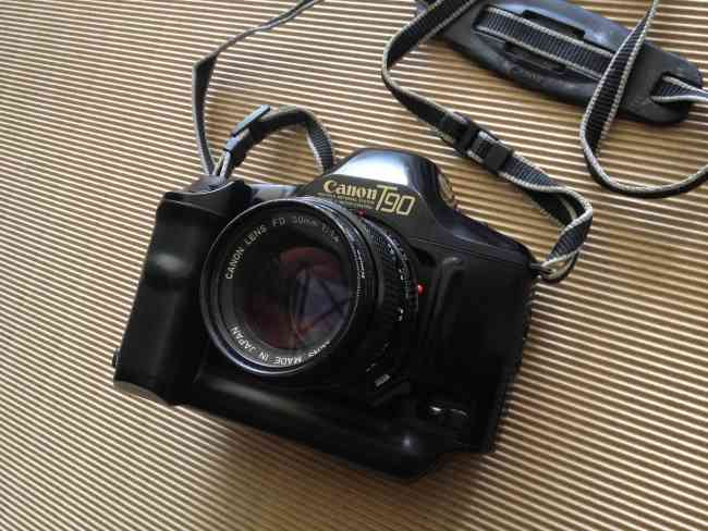 Vendo CAMARA Canon T90