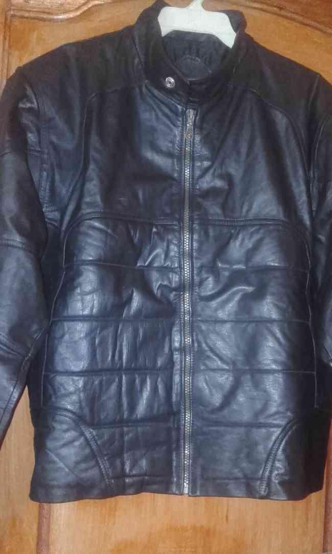 Vendo chaqueta de cuero nueva 65