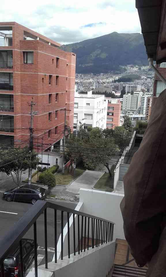 ARRIENDO COMODO DEPARTAMENTO SECTOR HOTEL QUITO