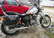 Vendo excelente moto hermosa por motivo de viaje.