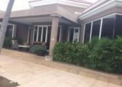 Samborondon urbanizacion de lujo casa en venta con vista lago 5 dormitorios 2410 m2