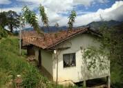 Terreno con 3 casas en venta (2 inhabilitadas y 1 habilitada)