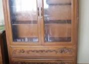 Vitrina- aparador de madera tallada