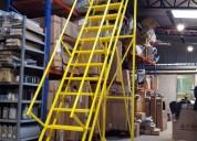 Escaleras rodantes para operar en bodegas