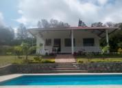 Casa con piscina y hermoso jardín, yunguilla