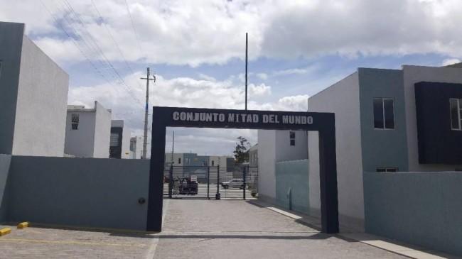 Casa en el Sector San Antonio en Venta Conjunto Mitad del Mundo Quito 3 dormitorios