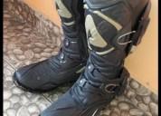 Vendo botas talla 11 9 10 en tena