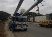 alquiler de camiones grua y camion canasta aislado en guayaquil