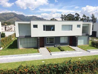 Hermosa Casa Sector Tumbaco 3 dormitorios 228 m2