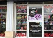 Se vende dos locales - tiendas de regalos