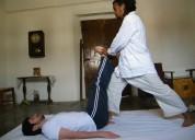 Terapista ofrece servicio de terapia deportiva