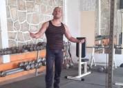 Masajista cacero y entrenador de pesas