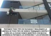 Maestro pintor de fachadas limpiamos los vidrios de los edificios