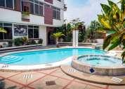 Alojamiento con piscina cerca de sitios turisticos