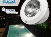 Focos reflectores sumergibles para piscinas