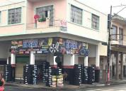 Casa de dos pisos con locales comerciales