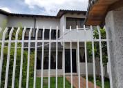 Casa en venta con bodega para comerciantes.