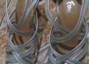 Zapatos plateados altos